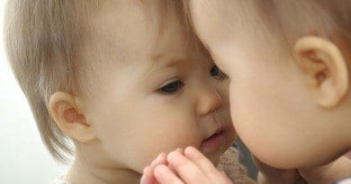 baby_looking_in_mirror