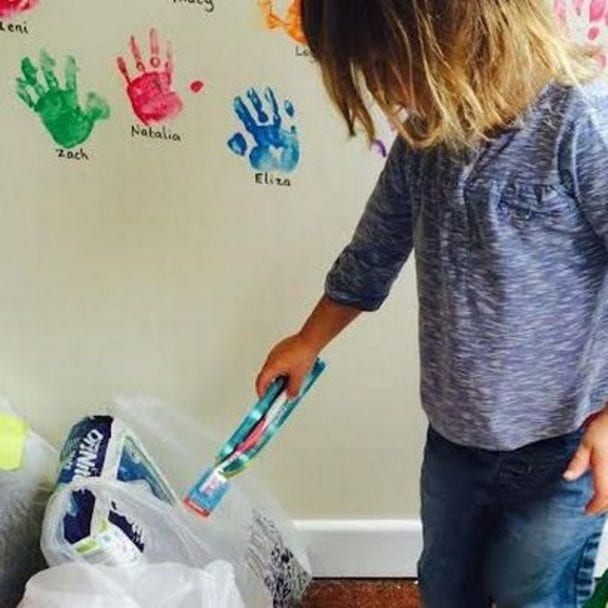 Children collecting donations for refugees