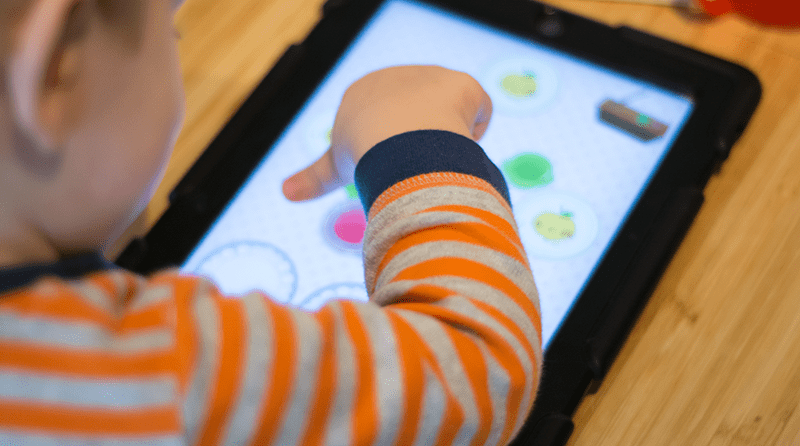 "Rise in children biting is ""due to use of screens as babysitters"""